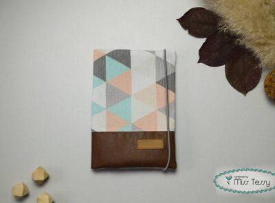 Egészségügyi kiskönyv borító - pasztell háromszögek misstessy