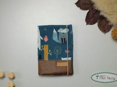 Egészségügyi kiskönyv borító - türkíz erdő