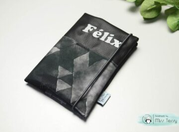 TextilVízhatlan egészségügyi kiskönyv borító – szürke háromszögekbőr pelenkatartó- púder fekete